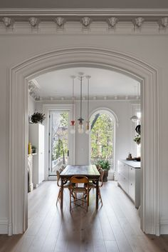 a Brooklyn townhouseA twice-renovated duplex in a Brooklyn townhouse Opinions on Parlor Floor Layout? Brooklyn Brownstone, Country Look, Condo, Clinton Hill, Townhouse Designs, Duplex House, Arched Windows, White Walls, House Tours