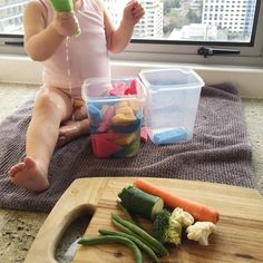 "412 mentions J'aime, 23 commentaires – A Crafty LIVing • Olivia (@acraftyliving) sur Instagram : « ""SQUEEEEEZE!"" dinner prep + busy toddler! 🙌🏽🎉 Simple & inexpensive water transfer Toddler activity!… »"