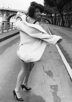 maddyandsummer:  Juliette Binoche photographed by Robert Doisneau, 1991