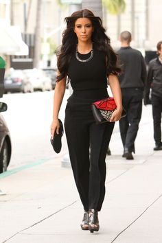 Image from http://i583.photobucket.com/albums/ss276/thevoguediaries/new/newest/kimk_938493bevhills.jpg.