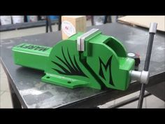 Homemade High precision vice Vise making Morsa da banco Fai Da Te in fer. Dremel Tool Projects, Welding Projects, Homemade Bench, How To Make Metal, Bench Vise, Diy Garage, Metal Working, Diy And Crafts, Tools