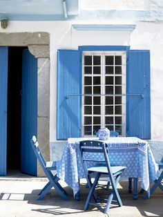 My Paradissi - Blue and white outdoors http://www.myparadissi.com/2013/05/sunday-bliss_19.html