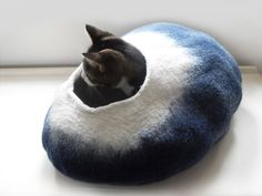 Large Cat Bed Cat cave Cat house felted wool in blue and white with free wool cat ball for your cat, your cat will love this its soft and woolly,