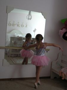 DIY: Ballerina Mirror and Barre -  this is exactly what I want to do for Jude!!! @Nancy Swanson @Becky Gano @Jane Hagar