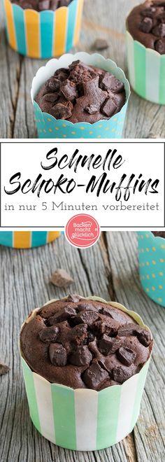 Super schnelles und saftiges Schokomuffins-Grundrezept. Die Schokoladen Muffins sind in nur 5 Minuten vorbereitet.