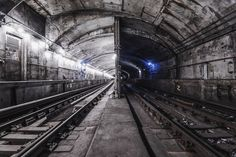 """Photographer Risks Life For Breathtaking Images Of New York City Subway Tracks"" By Dark Cyanide."