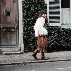 Baby it's cold outside ❄️ New outfit soon on blog - Happy evening  . Nouveau look bientôt sur le blog - belle soirée  . #littlebohoblog #streetstyle #look #boho #winter #ootd #outfit #fashionblogger #bohemian #blogueuse #mide #lille #fakefur #fringe #boots #pldmbypalladium #knit #december #winter #wintermood
