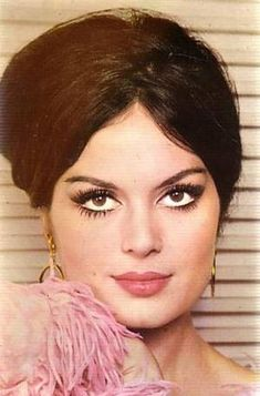 Türkan Şoray (born 28 June 1945 in Eyüp, Istanbul) is a Turkish film actress. Türkan was ever closer to a contract with one of Turkey's top film studios in Yeşilçam. Beautiful People, Beautiful Women, Celebrity Stars, Aesthetic People, Beauty Shots, Light Hair, Classy And Fabulous, Old Hollywood, Pretty Woman