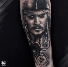 Tattoo Jack Sparrow, Sparrow Tattoo Design, Pirate Tattoo Sleeve, Sleeve Tattoos, Johnny Depp Tattoos, Italian Tattoos, Tattoo Designs, Tattoo Ideas, Pirates Of The Caribbean