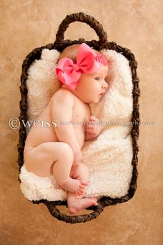 Fresno, CA newborn and baby photography. Adorable one month old baby girl. http://www.weissbabyphotography.com