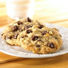 Kellogs ALL BRAN Chocolate Chip Cookies. These are beyond delicious. I substituted cup of all bran I pulsed in the food processor for a cup flour to give my kid the extra fiber boost. Baby Food Recipes, Cookie Recipes, Dessert Recipes, Toddler Recipes, Healthy Recipes, Healthy Chocolate Chip Cookies, Healthy Cookies, Cereal Cookies, All Bran