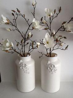 Glazen vasen geverfd met matte verf ,vogeltjes,vlinders en bloemetjes gekleid en geverfd m.b.v. Cupcake vormpjes!