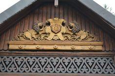 Bogdan și Nicoleta au salvat o casă veche și și-au împlinit visul de a avea un refugiu la țară   Adela Pârvu - Interior design blogger Balcony Design, Neo Traditional, Log Homes, Clock, House, Interior, Home Decor, Timber Homes, Watch
