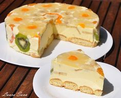 Tort Diplomat Ingredients: - 5 egg yolks - 200 g sugar - 2 sachets vanilla sugar or a few drops of vanilla essence - 500 ml. milk - 10 foil gelatin or 20 g gelatin pellets bags) - 250 g Romanian Desserts, Romanian Food, Just Desserts, Delicious Desserts, Yummy Food, Cooking Time, Cooking Recipes, Cake Recipes, Dessert Recipes