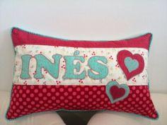 Un cojín especial... hecho por Susana para su hija Inés, ¡con mucho amor!