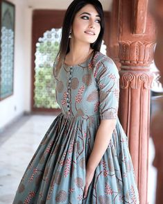 Pakistani Dresses Casual, Indian Gowns Dresses, Pakistani Dress Design, Simple Kurti Designs, Kurta Designs Women, Simple Frock Design, Latest Kurti Designs, Long Dress Design, Dress Neck Designs