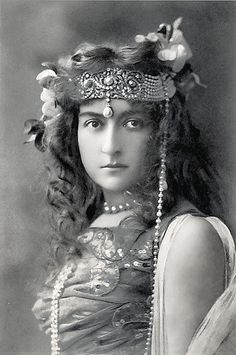 Cecile Sorel (1873-1976) - French actress and a star of the French Belle Epoque.  Known mostly for her stage work, she did appear in a few films.  Here she is costumed as Salome ca.1905