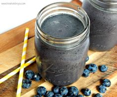 Too much inflammation is not a good thing for your over all health. Fight it by what you eat. This Anti-Inflammatory Blueberry Smoothie will help you combat inflammation the right way. Good Smoothies, Juice Smoothie, Breakfast Smoothies, Smoothie Recipes, Vegan Smoothies, Paleo Breakfast, Anti Inflammatory Smoothie, Anti Inflammatory Recipes, Yummy Drinks