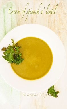 Spinach and lentil soup with kale chips
