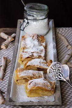 {Almost as nice as a hiking weekend in the mountains} Lukewarm apple strudel with vanilla sauce – Famous Last Words Italian Cookie Recipes, Italian Cookies, Italian Desserts, Vanilla Sauce, Apple Strudel, Italian Pastries, Italian Christmas, Ice Ice Baby, Eat Dessert First