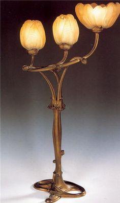 """Louis Majorelle Art Nouveau Jugendstil """"Magnolia"""" lamp with Daum shades. Art Nouveau Interior, Design Art Nouveau, Art Nouveau Furniture, Antique Lamps, Vintage Lamps, Vintage Lighting, Victorian Lamps, Cristal Art, Lampe Art Deco"""