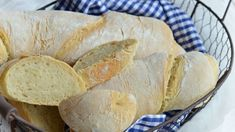 Ez az egyszerű recept jól jöhet, ha már nem kapsz kenyeret a péknél. Pizza Recipes, Cake Recipes, Ciabatta, Diy Food, Baked Goods, Quiche, Cupcake, Food And Drink, Snacks