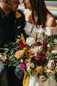 Vibrant bouquet inspiration Photo: @radredcreative