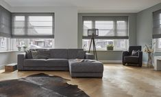 Grijze Vouwgordijnen Woonkamer Decor, Sofa, Furniture, Interior, New Homes, Sectional Couch, House, Home Decor, Room