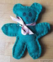 A child sewing project to make a lavender filled felt teddy bear Felt Crafts, Crafts To Make, Fabric Crafts, Crafts For Kids, Arts And Crafts, Children Crafts, Sewing Projects For Kids, Sewing For Kids, Sewing Diy