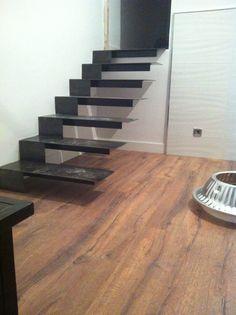 Paredes pintadas y suelo puesto. #muebleshely www.muebleshely.es