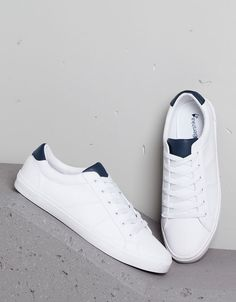 Trendy Sneakers Bershka H&m White Shoes Men, White Sneakers, Leather Sneakers, Sneakers Outfit Men, Shoes Sneakers, Mens Fashion Shoes, Sneakers Fashion, Sports Shoes, Casual Shoes