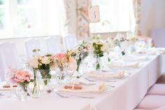 Saaldeko, Tischdekoration, Tischdeko, Hochzeitsdekoration, Hochzeitsdeko, Sommerhochzeit, Sommerblumen, Blumenvase, Tischnummer,