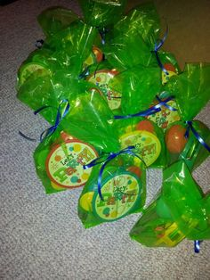 Here are our goody bags for Liam's first birthday party (music theme). They contain tambourines, flutes, maracas, bubbles and mini coloring books.