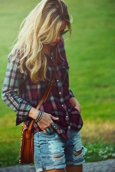{ Flannel top, distressed shorts. simple, chic } so stinking cute ;)