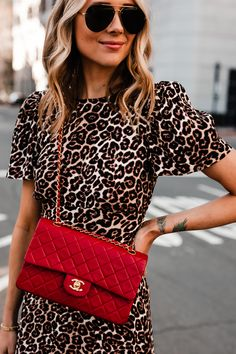 How to Wear This Season's Leopard Print Trend Leopard Print Outfits, Leopard Fashion, Leopard Dress, Red Purse Outfit, Dress And Sneakers Outfit, Fashion Jackson, Red Handbag, Chanel Handbags, Fashion Prints