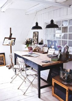 I want this work space so much! This would be perfect for writing, painting, crafting, etc!