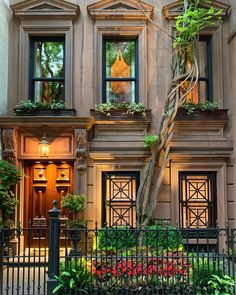 [New] The 10 Best Home Decor Ideas Today (with Pictures) - Cozy and dreamy.the Upper East Side of Manhattan on an early summer night. New York Brownstone, Brownstone Interiors, Brownstone Homes, Brooklyn Brownstone, Upper East Side, Manhattan House, Manhattan Map, Manhattan Restaurants, Gardens