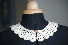 Tuto col Claudine (crochet) (lien vers .pdf Col Crochet, Crochet Collar, Lace Collar, Couture, Crochet Designs, Collars, Crochet Necklace, Jewels, Scarfs