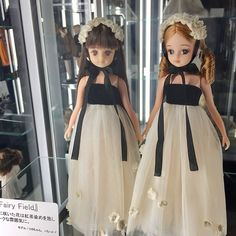 なんでこの展示部屋は暗くしてるんだろ? ドールに当てるライトも強くなるだろうから、痛みも早くなるんじゃないのかな? とか考えながら見てきた。 #リカちゃんキャッスルデビュー Doll Japan, Tiny Dolls, Barbie And Ken, Fashion Dolls, Doll Clothes, Look, Flower Girl Dresses, Style Inspiration, Sewing