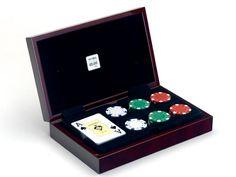Estuche clásico con baraja de poker y fichas - www.mentesdiferentes.com