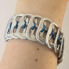 Tabsolute: day Listing blue pop tab bracelet chainmaille in the middle Soda Tab Crafts, Can Tab Crafts, Bottle Cap Crafts, Creeper Minecraft, Bracelets Design, Jewelry Design, Pop Top Crafts, Pop Tab Bracelet, Beer Cap Art