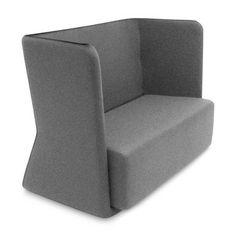 2 zueinander gestellte Sofas ergeben einen flexiblen und mobilen Besprechungsraum. Abschirmung von Sound ist der Hammer!