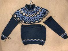 ▷ Norwegerpullover stricken für den Mann (Anleitung) | sockshype.com Sweater Knitting Patterns, Knit Patterns, Punto Fair Isle, Fair Isle Pullover, Knit World, Icelandic Sweaters, Pullover Designs, Sweater Design, Knit Fashion