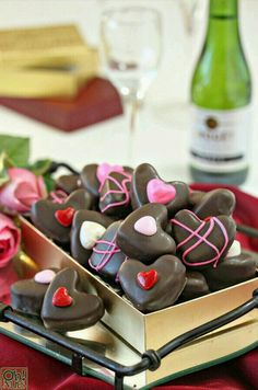 These Nutella Candy Hearts are perfect for Valentine's Day! This easy chocolate-hazelnut candy is cute, delicious, and makes a wonderful gift for your loved ones! Valentine Desserts, Valentines Day Treats, Holiday Treats, Valentines Recipes, Holiday Desserts, Gluten Free Chocolate, Chocolate Hazelnut, Chocolate Recipes, Nutella