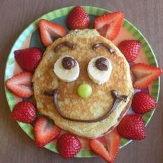 Crafty finds for your inspiration! – Just Imagine – Daily Dose of Creativity - Sunny Pancakes-birthday breakfast… something special to do for the boys on their birthdays - Cute Food, Good Food, Yummy Food, Toddler Meals, Kids Meals, Breakfast For Kids, Breakfast Recipes, Breakfast Ideas, School Breakfast