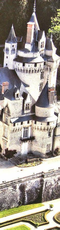 "Castelos medievais: Val: castelo da ""Bela adormecida"", ou ápice de realidade bem pega? Beautiful Castles, Beautiful Buildings, Beautiful Homes, Castle Ruins, Medieval Castle, Enchanted Home, Old Churches, Grand Homes, Architecture Design"
