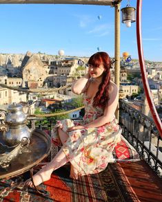 CHLOE.ROXANE - Travel : Breakfast with a view... If you want to have breakfast and see the many hot air balloons that rise up above Göreme every morning, you will need two things: a wake up call at about 4.30 am and a nice terrace, such as the one of the Maccan cave hotel Cave Hotel, Hot Air Balloon, Terrace, Chloe, Balloons, Nice, Breakfast, Travel, Instagram