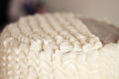 """The Martha Stewart inspired """"Ruffle Cake"""" frosting method is a gorgeous yet simple way to decorate a cake for any special occasion! Cupcakes, Cupcake Cookies, Icing Techniques, Cake Decorating Techniques, Food Crafts, Baking Tips, Let Them Eat Cake, Party Cakes, Side Dish Recipes"""