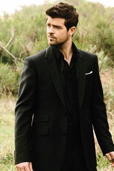 Robin Thicke you sir could sing the calzones right off me <3