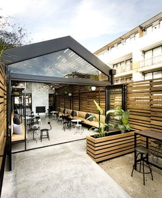 The Milton bar & restaurant by Biasol Design Studio, photo: Ari Hatzis Located in the popular bayside suburb of Elwood in Melbourne, Australia, The Restaurant En Plein Air, Bar Restaurant, Outdoor Restaurant, Dog Cafe, Cafe Bar, Cafe Exterior, Exterior Design, Design Studio, Cafe Design